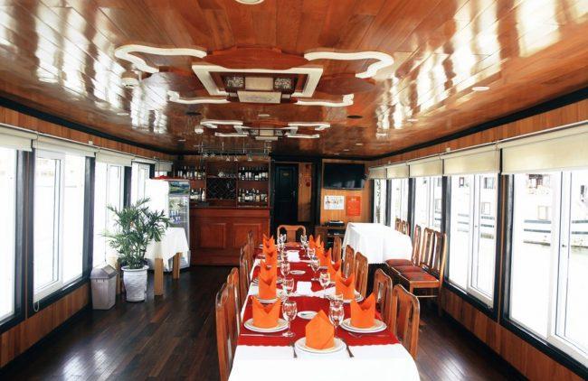 Phòng ăn trên du thuyền ngủ đêm 3 sao