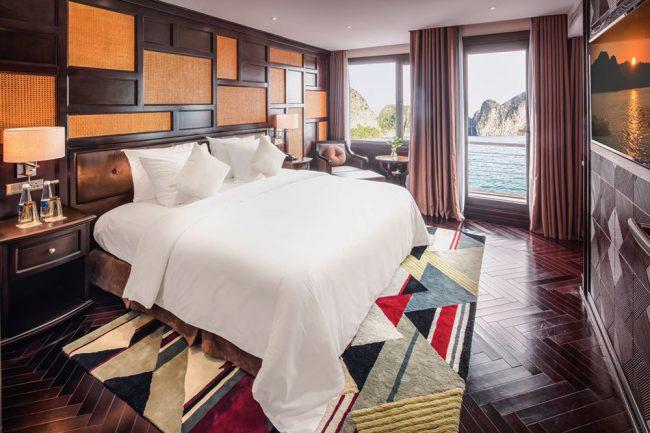 Phòng ngủ bên trong Du thuyền ngủ đêm 5 sao trên vịnh Hạ Long