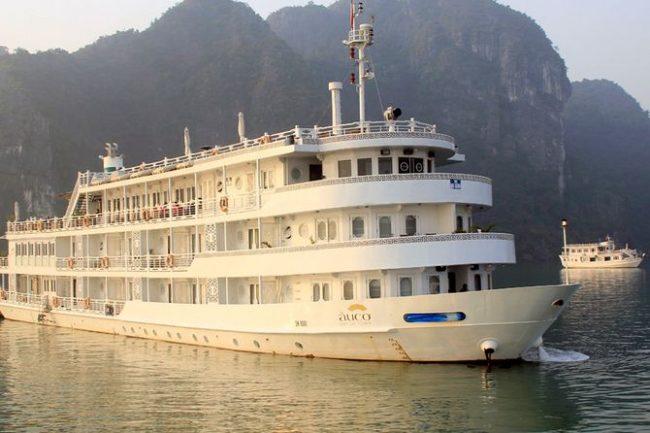 Du thuyền ngủ đêm 5 sao trên vịnh Hạ Long