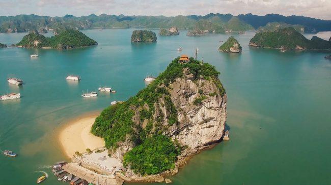 Toàn cảnh từ trên cao nhìn xuống đảo ti tốp vịnh hạ long