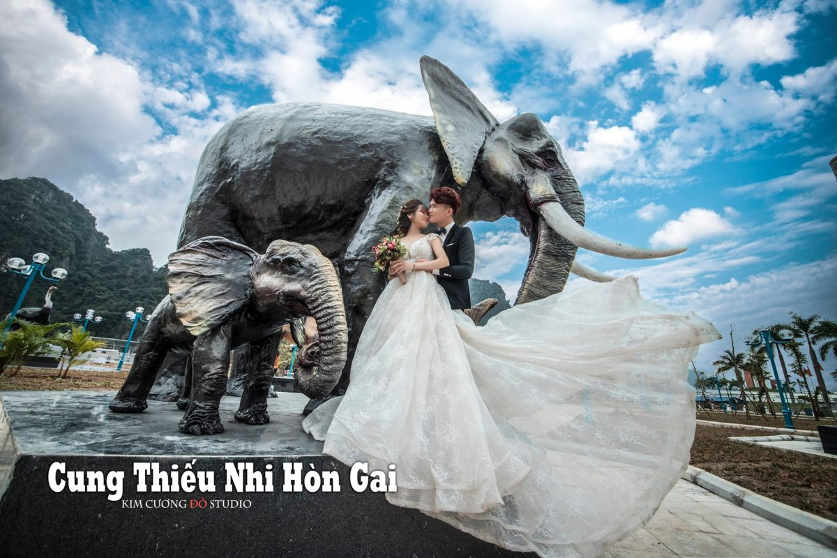 Cặp đôi chụp ảnh cưới tại Cung thanh thiếu nhi Hòn Gai Hạ Long
