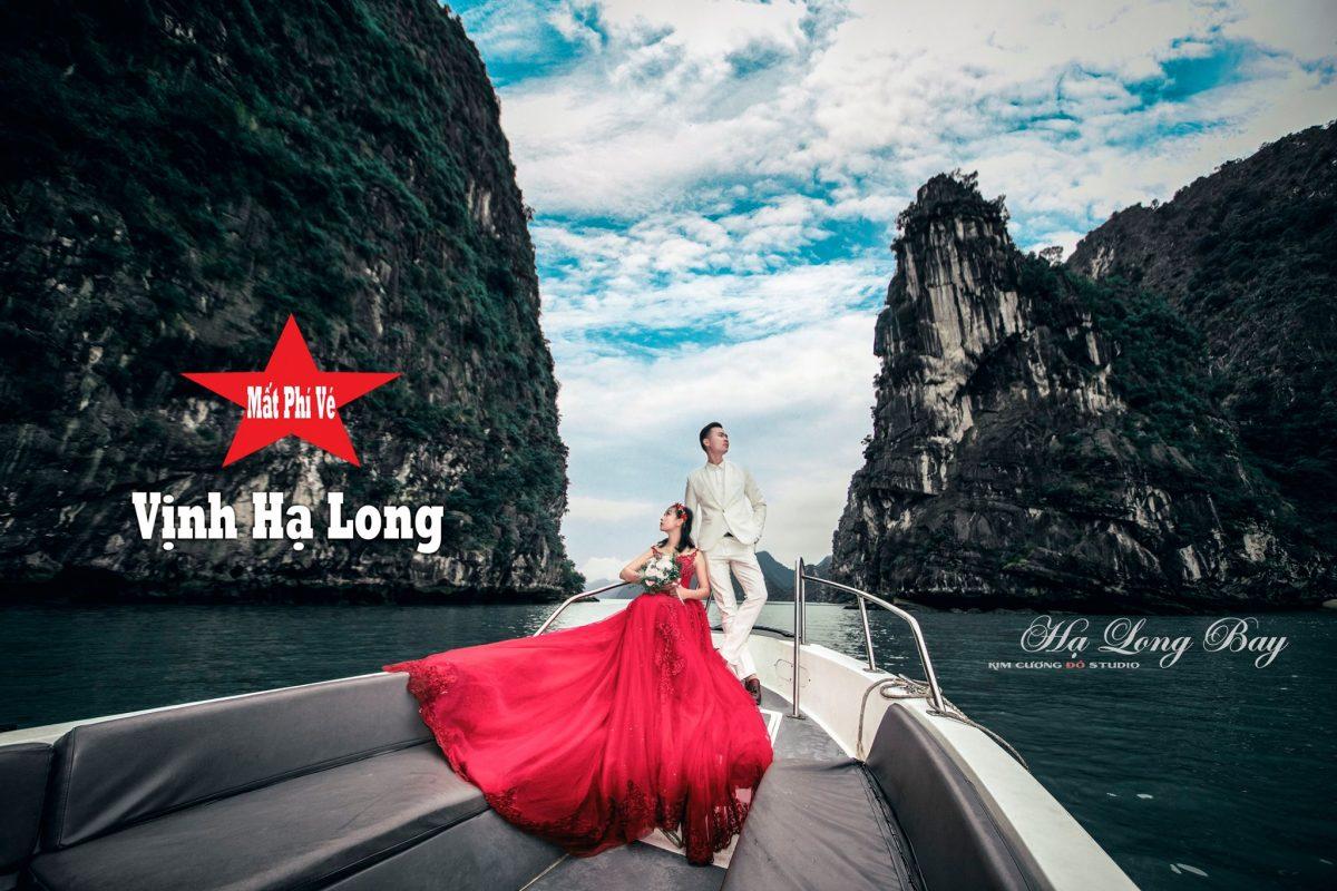 Cặp đôi chụp ảnh cưới tại vịnh Hạ Long