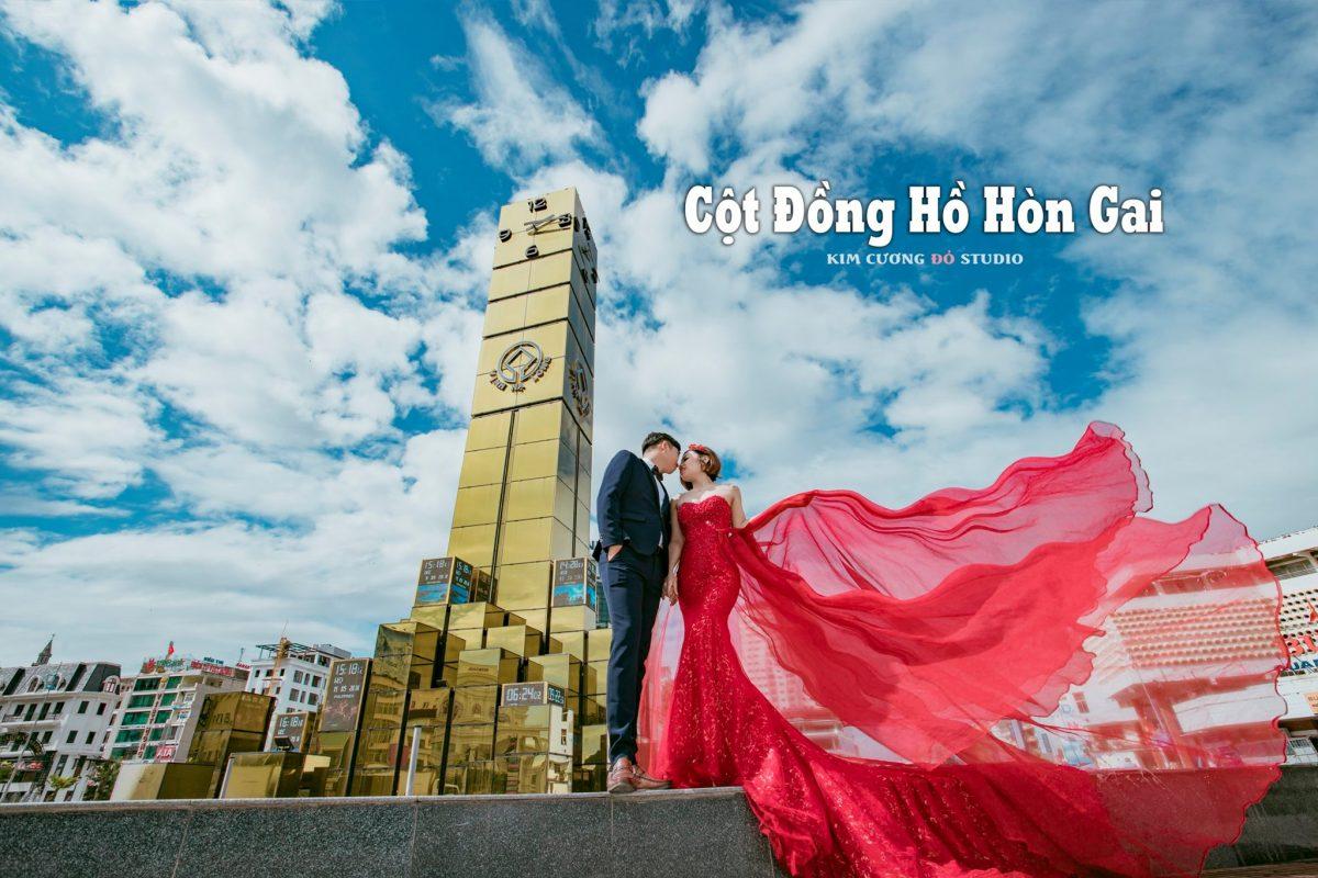Cặp đôi chụp ảnh cưới tại Cột Đồng Hồ, Hòn Gai, Hạ Long