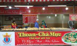 Phía trước Ki ốt chả mực Thoan ở chợ Hạ Long 1