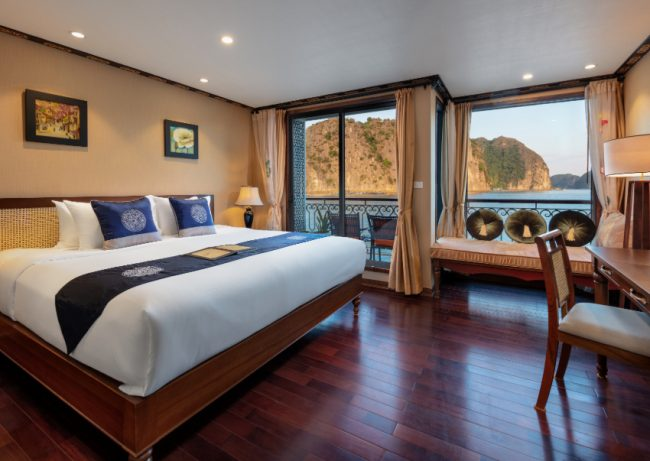 Bên trong phòng ngủ hạng Junior Suite - Du thuyền Indochine