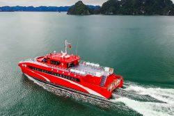 Tàu cao tốc Tuần châu Express chạy trên biển