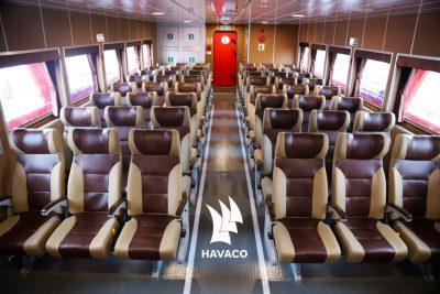Toàn cảnh khoang hành khách bên trong tàu cao tốc Tuần Châu Express