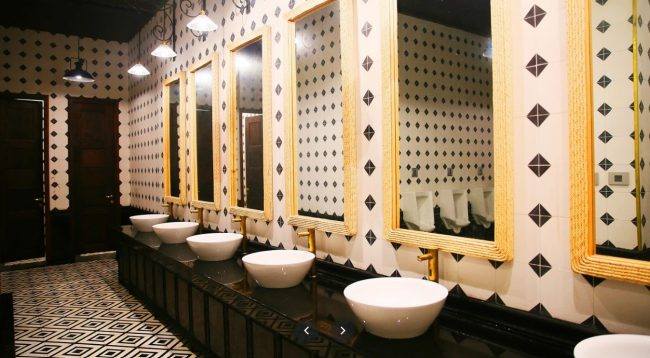 Nhà vệ sinh phong cách châu Âu tại Cảng tàu Hạ Long