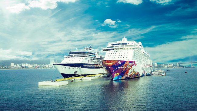 Du thuyền 5 sao quốc tế neo tại bến tàu khách Hạ Long